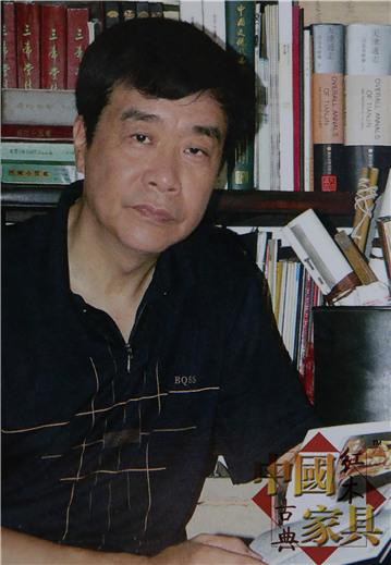 8、本文作者姜维群,民国家具研究专家、收藏家。《今晚经济周刊》社长。