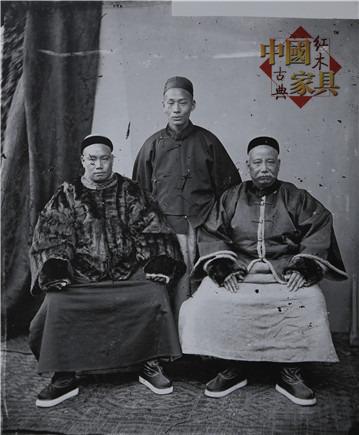 5清末的广东商人,身穿当时只有王公贵族才穿的貂皮大衣以展示他们的富有