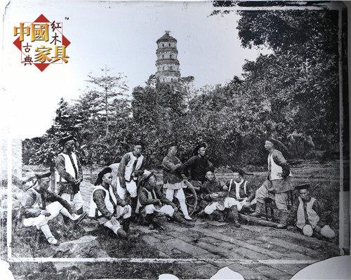 2清末,广州六榕寺下的中国卫兵