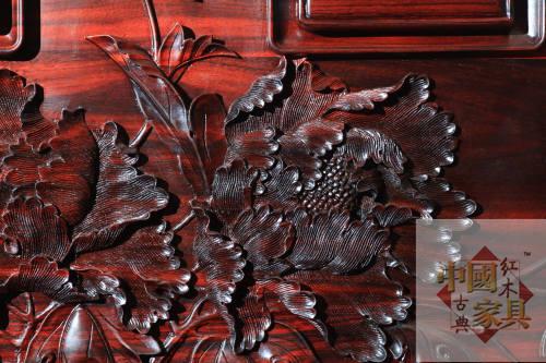 3生动的雕刻来自于优质的木材肌理