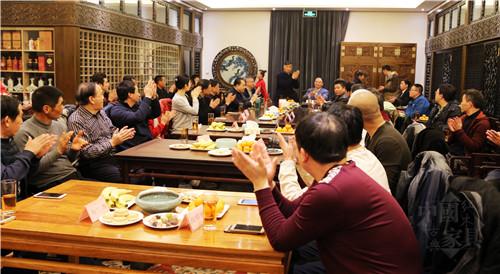 02与会者庆祝《中国宫廷家具》大型专著编撰工作启动_副本