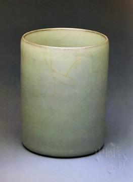 5、台北故宫博物院藏标注为宋代官窑粉青瓷的笔筒_副本_副本
