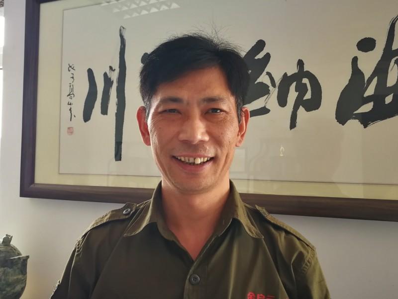 2、金启元的雕刻技工顾成良_看图王