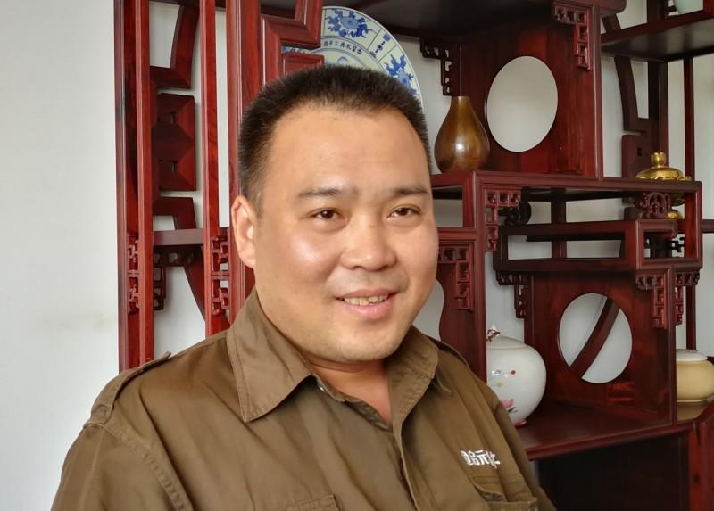 3、获得中华高级木作师荣誉的厂长周焕昌_看图王