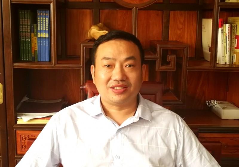1、东源红木总经理施青岭_看图王