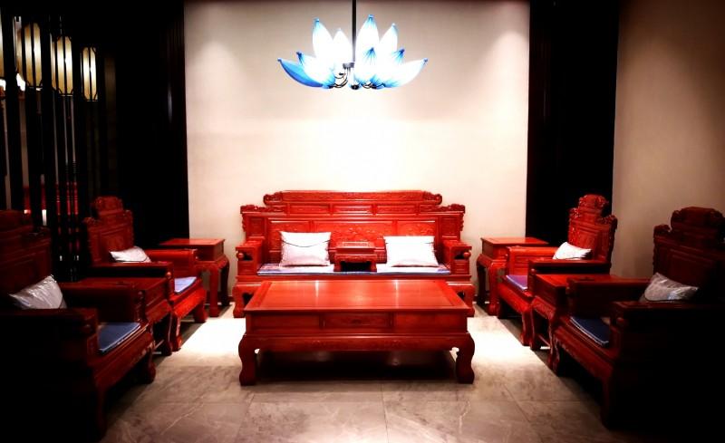 1、兴国红木专门为80后消费群体打造的客厅系列产品_看图王